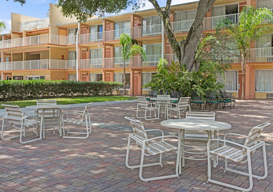 Tropical Palms Hotel in Kissimmee Orlando Florida ...